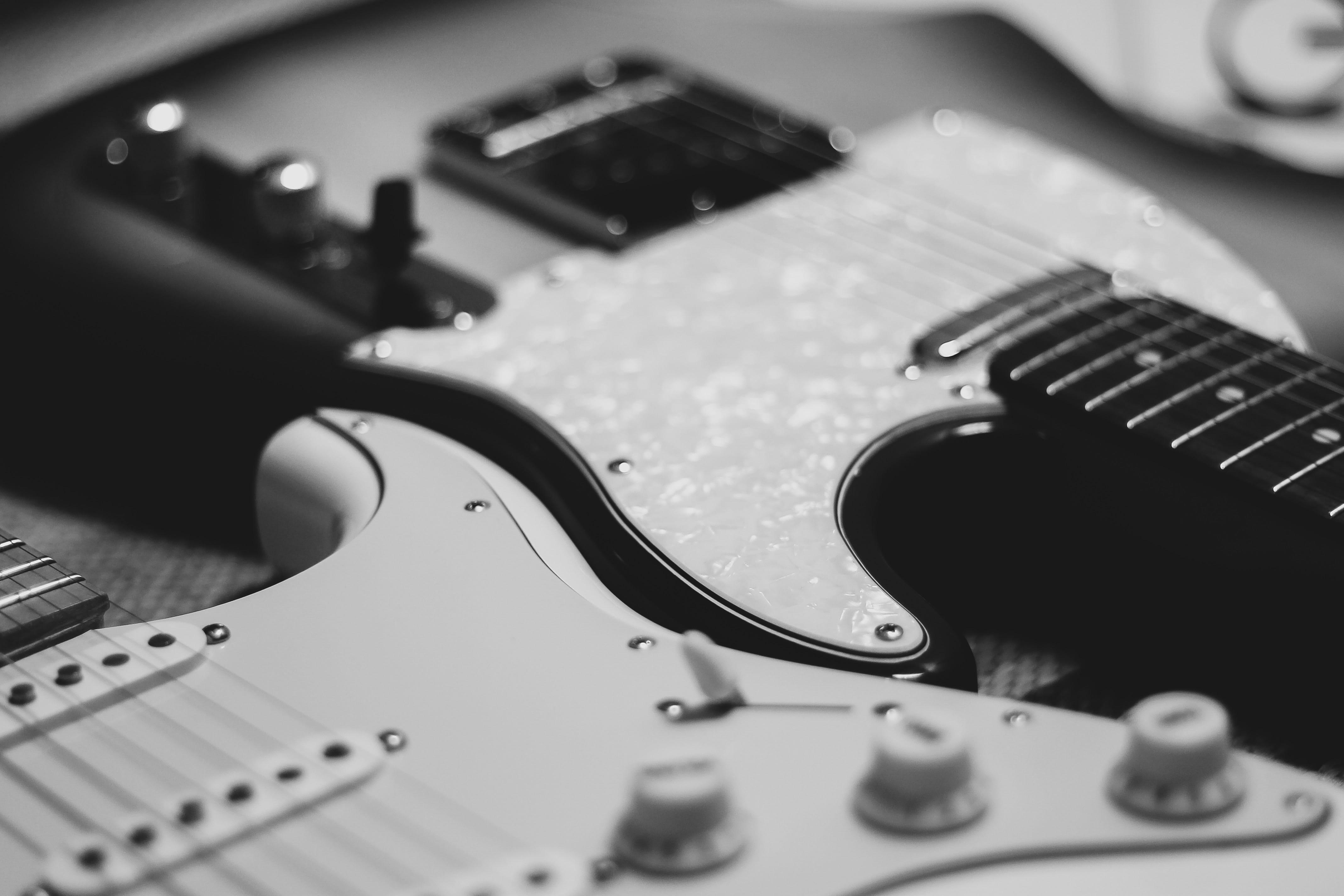 2_strat_guitars